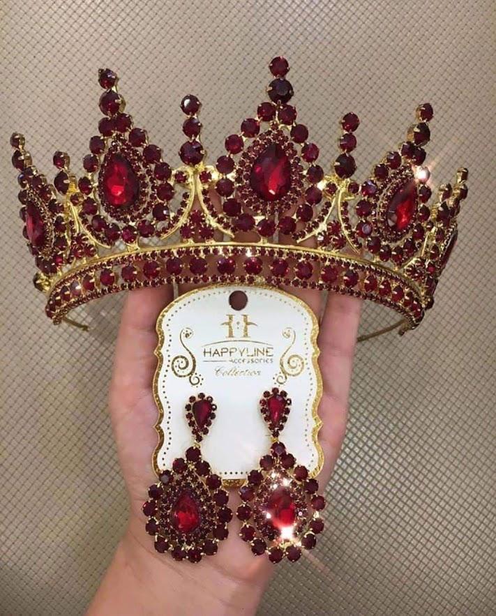 girl, tiara, and jewels image
