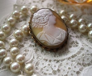 pearls, vintage, and cameo image