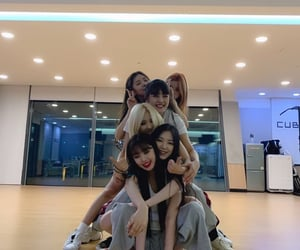 gidle, minnie, and soyeon image