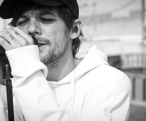 louis tomlinson, one direction, and black and white image