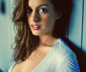 actress, Anne Hathaway, and boobs image