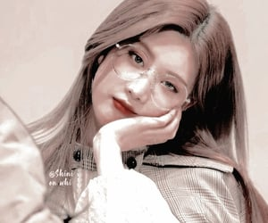 aesthetic themes, kpop themes, and loona icons image