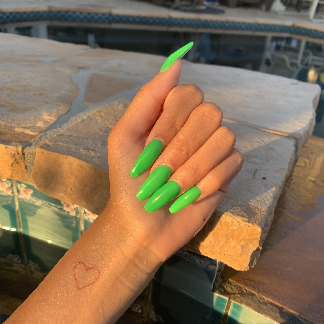 Immagine di nails, green, and neon