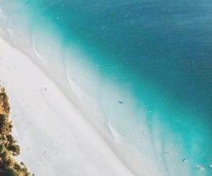australia and byron bay image