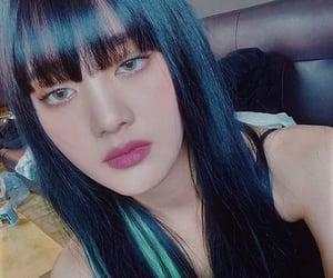 jeon soyeon, yeh shuhua, and seo soojin image