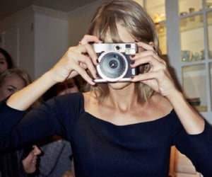 1989, article, and Taylor Swift image