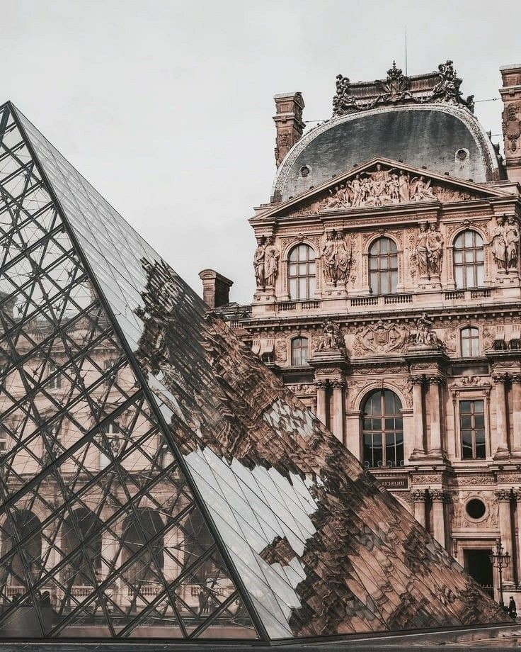 article, disneyland, and le louvre image