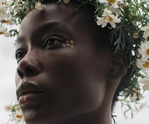 daisies, face, and flower crown image