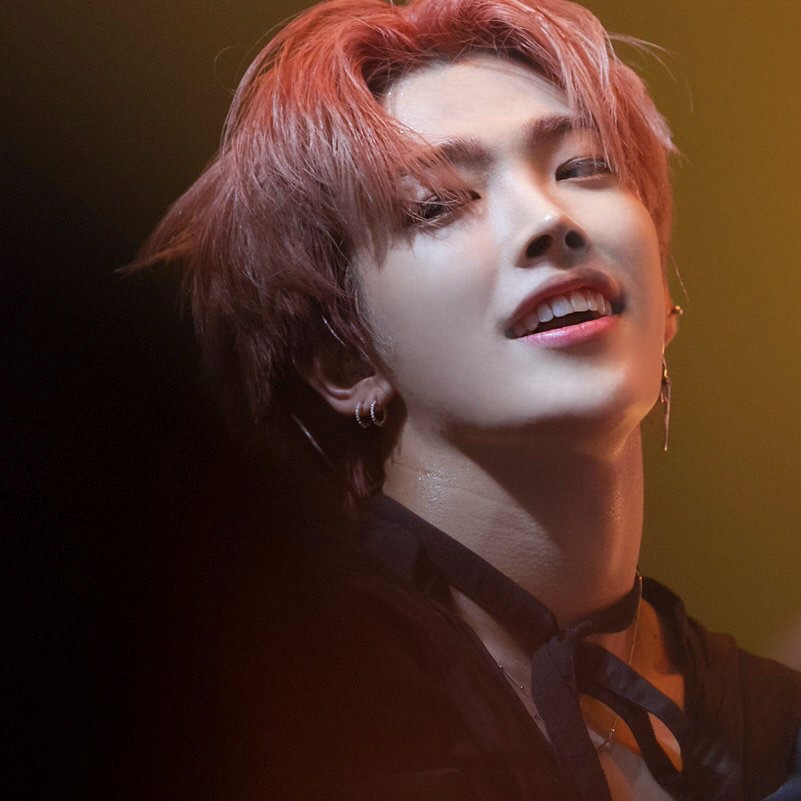 Kim Hongjoong-ATEEZ💞 discovered by VIK on We Heart It