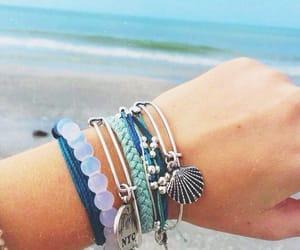 beach, pulseiras, and praia image