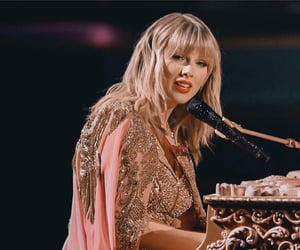 Taylor Swift, lover, and performance image