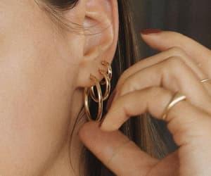 gold rings nails image