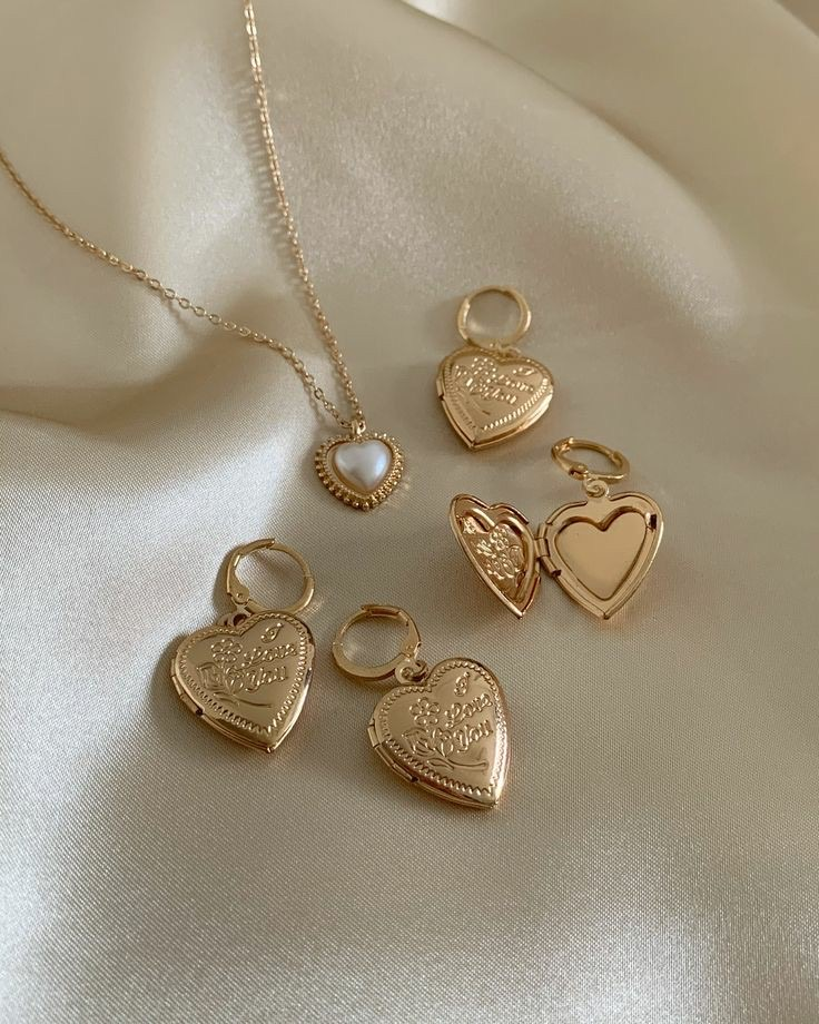 necklace, gold, and jewelry image