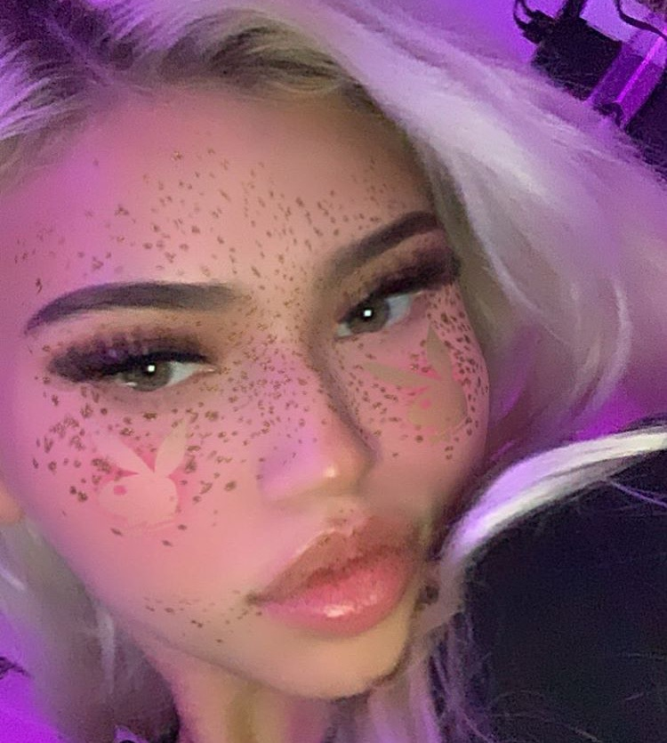 blonde, lipgloss, and playgd image