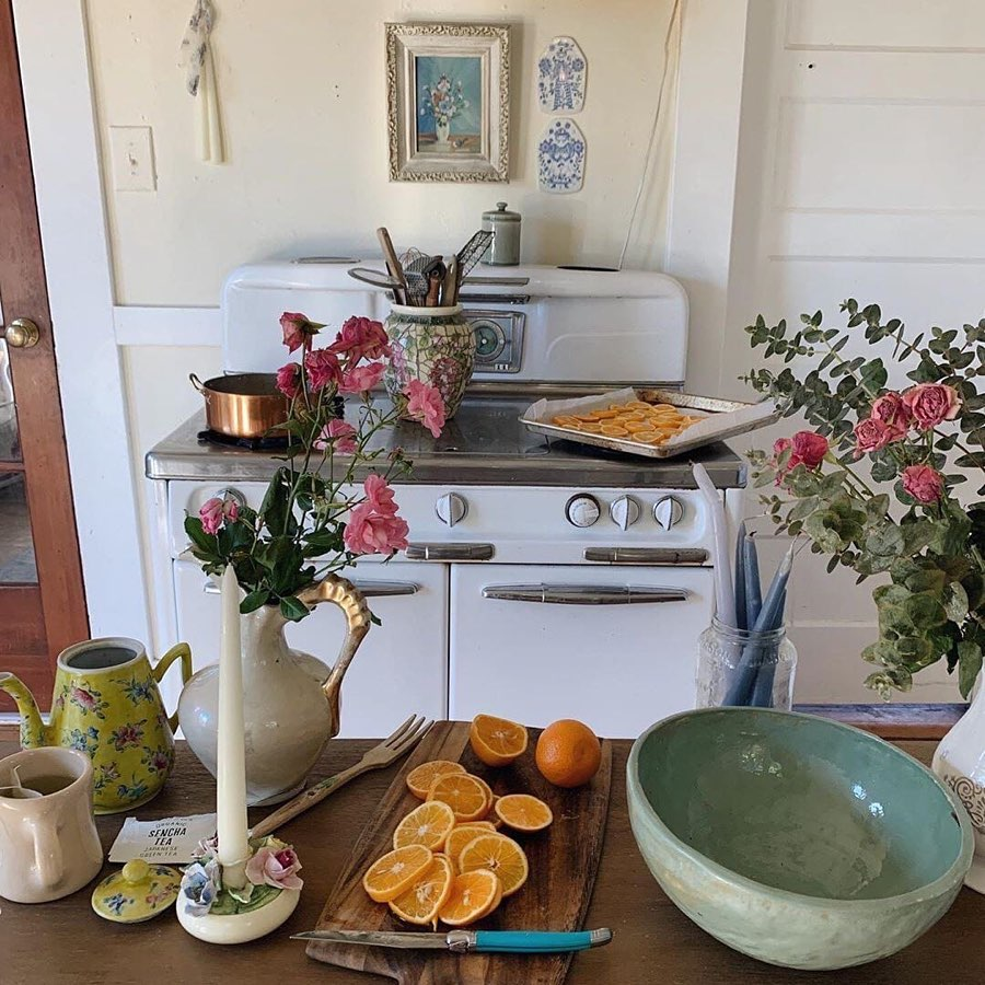 vintage, kitchen, and flowers image