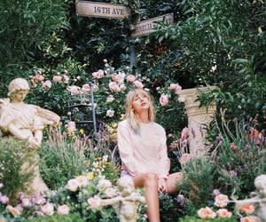 Taylor Swift, lover, and album image
