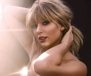 singer, pretty, and Taylor Swift image