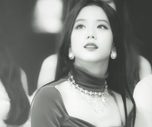 beautiful, kpop, and rose image