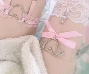 aesthetic, body, and pinky image