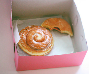 cinnamon buns, food, and pink image