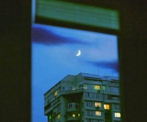 ciudad, edificio, and moonlight image