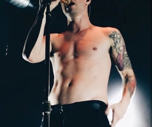 brendon urie, panic! at the disco, and concert image