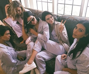 article, kendall jenner, and keeping up with the kardashians image