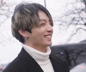happy, smile, and ジョングク image