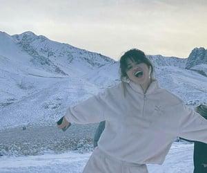 selena gomez, selena, and snow image