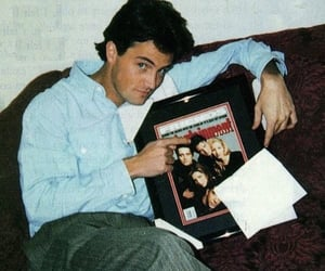 Matthew Perry, friends, and chandler bing image