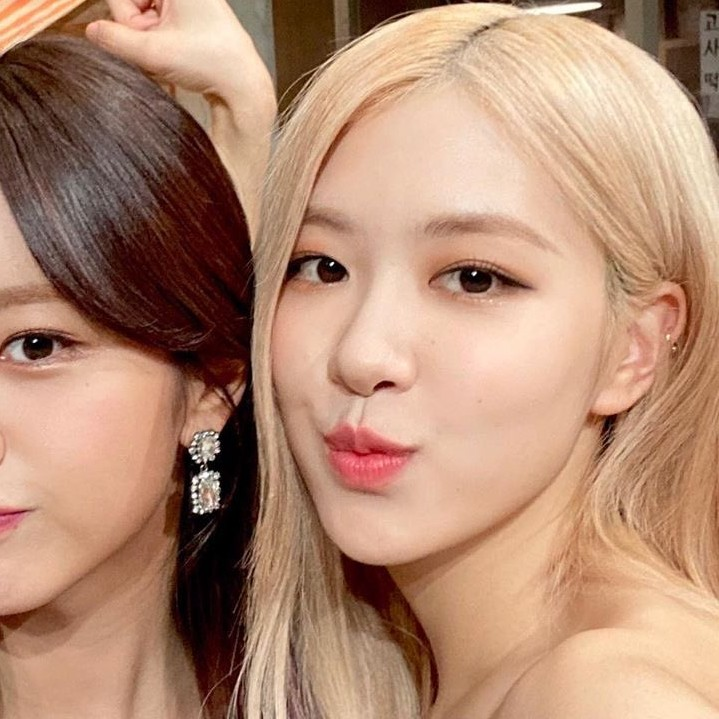 rose, blackpink, and icon image