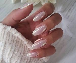 pearl chrome nails image