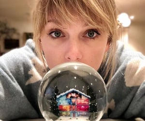 background, snowball, and Taylor Swift image