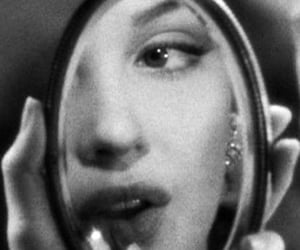 Marilyn Monroe, mirror, and beauty image