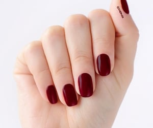 cheryy red short nails image