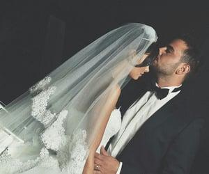 couple couples, حضن حضنك احضنك احضان, and love kiss kisses hug hugs image
