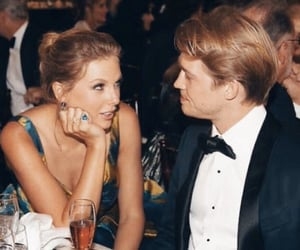 Taylor Swift, joe alwyn, and golden globes image