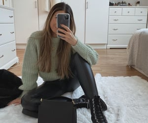 accesories, black boots, and boots image