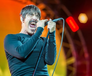 red hot chili peppers and musicnews image