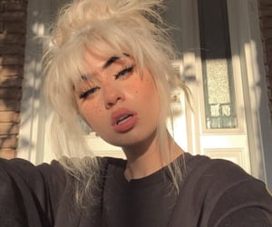 aesthetic, big lips, and messy hair image