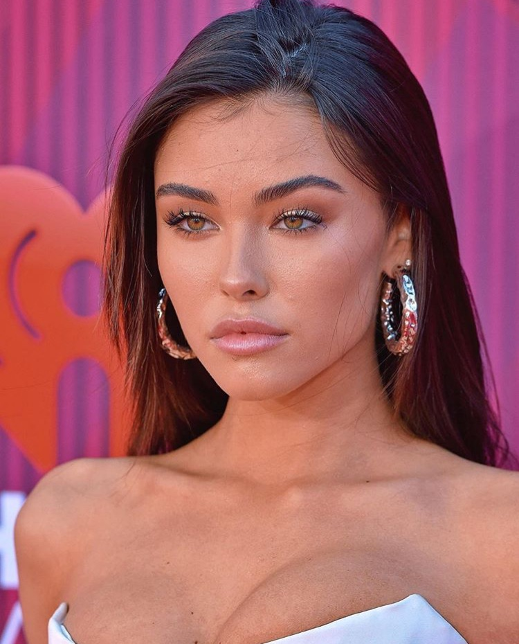 beauty, gold eyes, and madison beer image