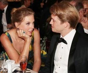 Taylor Swift, joe alwyn, and golden globes image