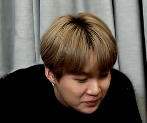 gif, low quality, and jungkook image
