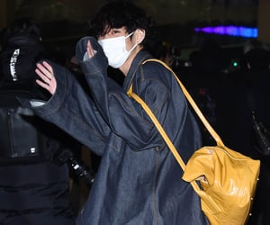 bts, taehyung, and airport image