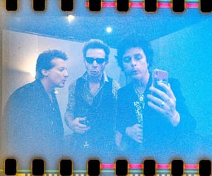band, mirror, and mike dirnt image