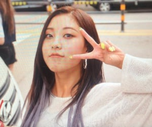 seungyeon, lq, and clc image