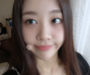 yves, kpop, and loona image
