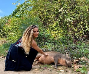 jadethirlwallwe got to spend the day with rescued elephants at@samuielephantsanctuary🐘 please make sure you always do your research and go to legit ethical sanctuaries with no cruelty/trekking/riding 🖤 food and love only ✨  we also met the lovely 'Baco