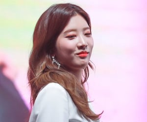 korean, girl of the month, and loona image