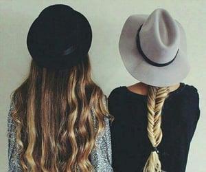 amigas, sombrero, and suéter image